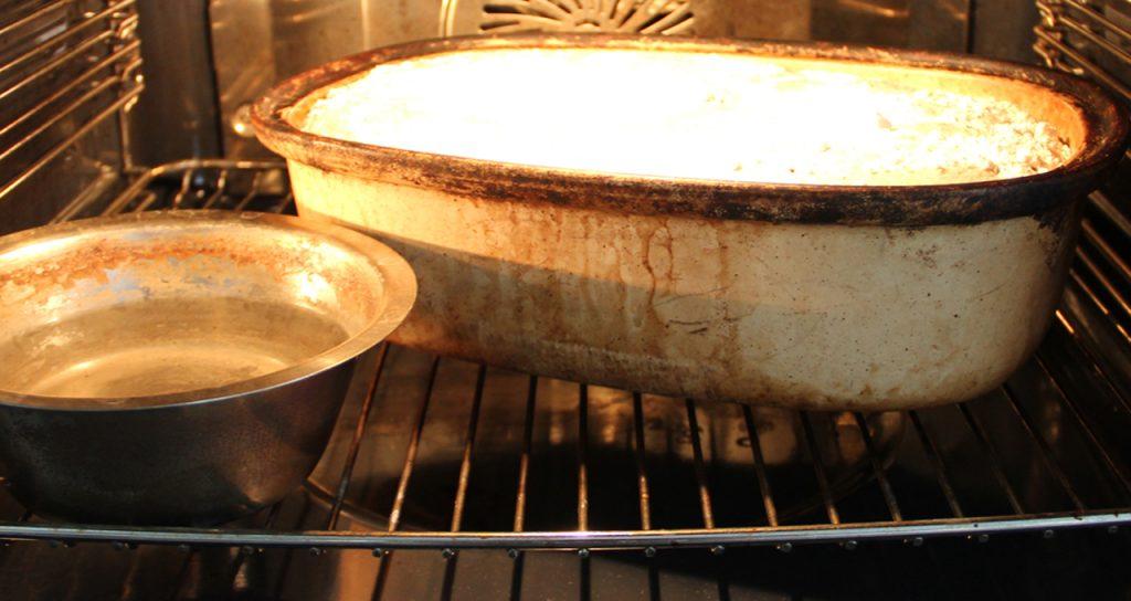 Das Brot geht im Ofen